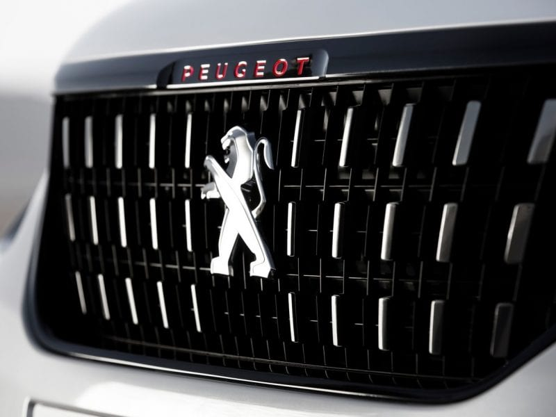 Peugeot 2008 SUV Signature PT 110pk bij Van Mossel Voorraad