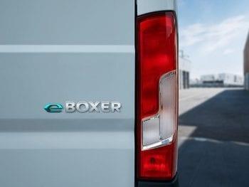 Peugeot E-Boxer Premium 37 kWH L1H1 bij Van Mossel Voorraad